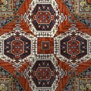 Pokud chcete mít perský koberec pěkný, udržujte jej vysáváním po směru vláken